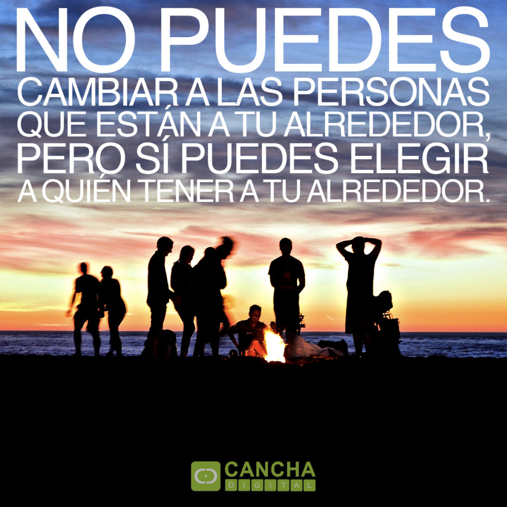 Frase: No puedes cambiar a las personas que están a tu alrededor, pero sí puedes elegir a quién tener a tu alrededor.